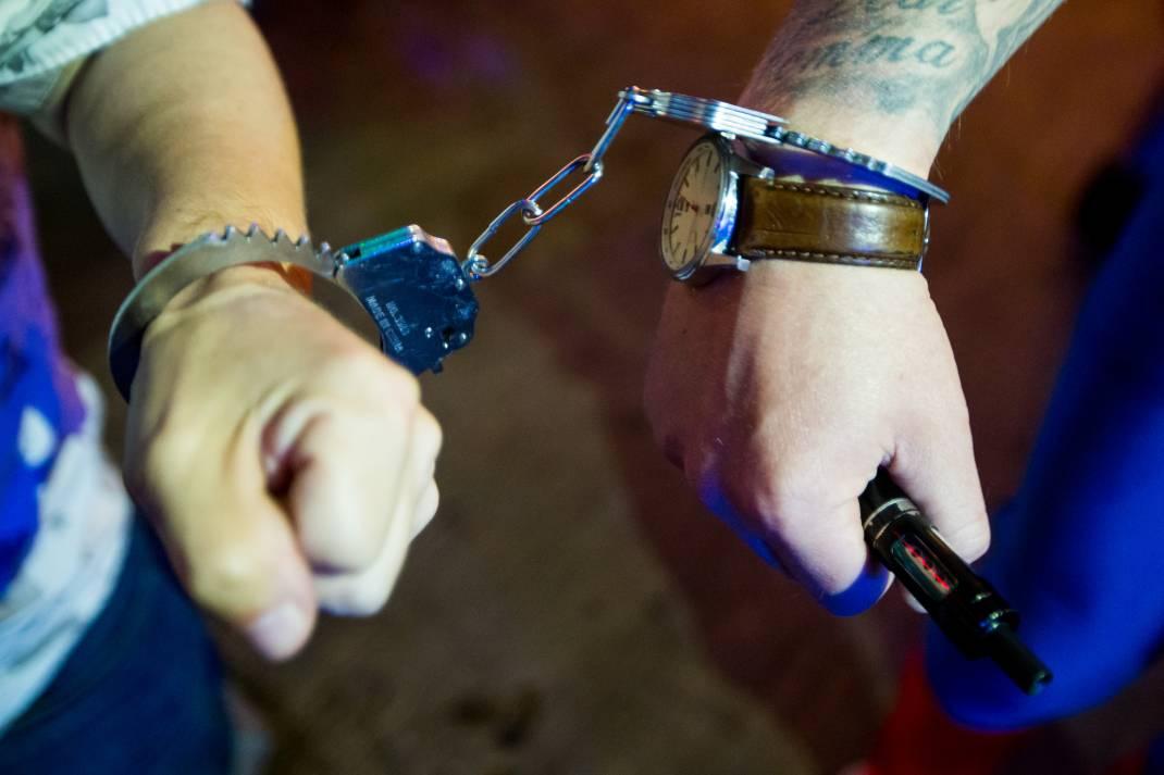 Stag handcuff